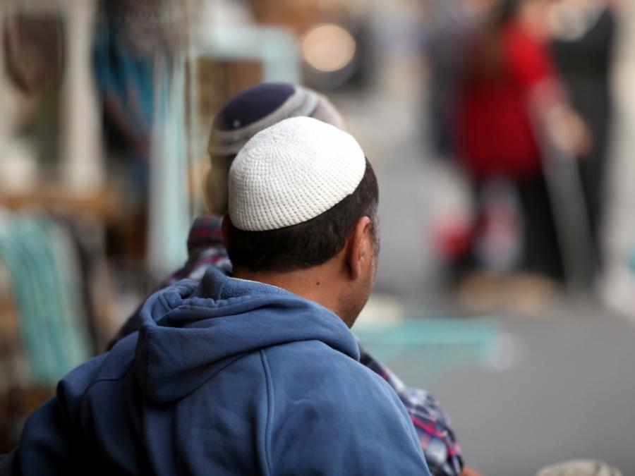 Antisemitismusmus-Beauftragter warnt Juden vor Tragen der Kippa