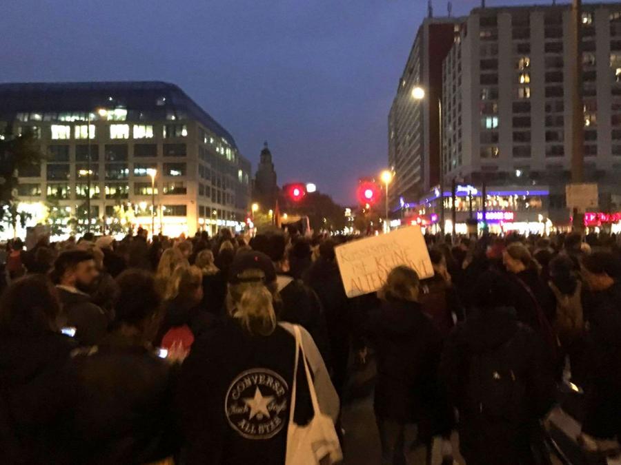 Hunderte demonstrieren in Berlin gegen die AfD