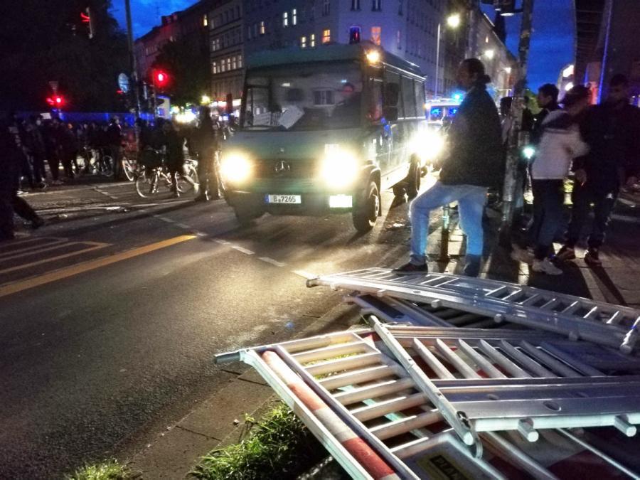 Nach Mai-Krawallen in Berlin: 25 Personen kommen vor Haftrichter
