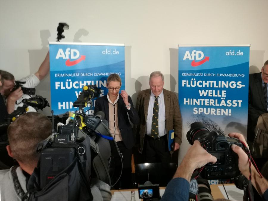 Infratest sieht AfD erstmals als zweitstärkste Partei
