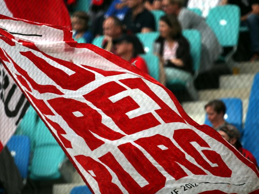 NRW-SPD will Fußball-Bundesliga wieder mit Zuschauern