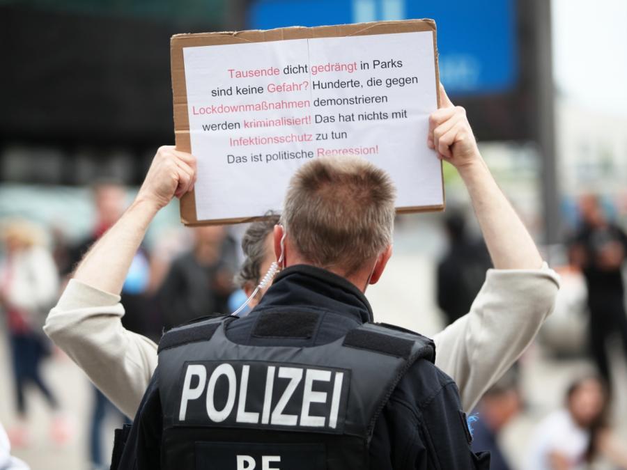 Kretschmer wirbt für Gespräche mit Corona-Demonstranten