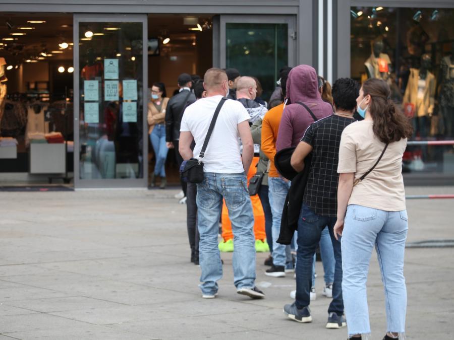 Mehrheit will weiterhin Maskenpflicht beim Einkaufen