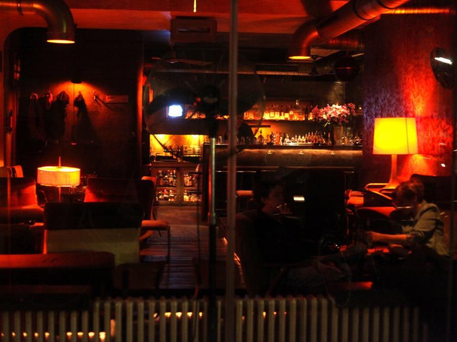 Epidemiologe für Lockdown bei Bars und Restaurants