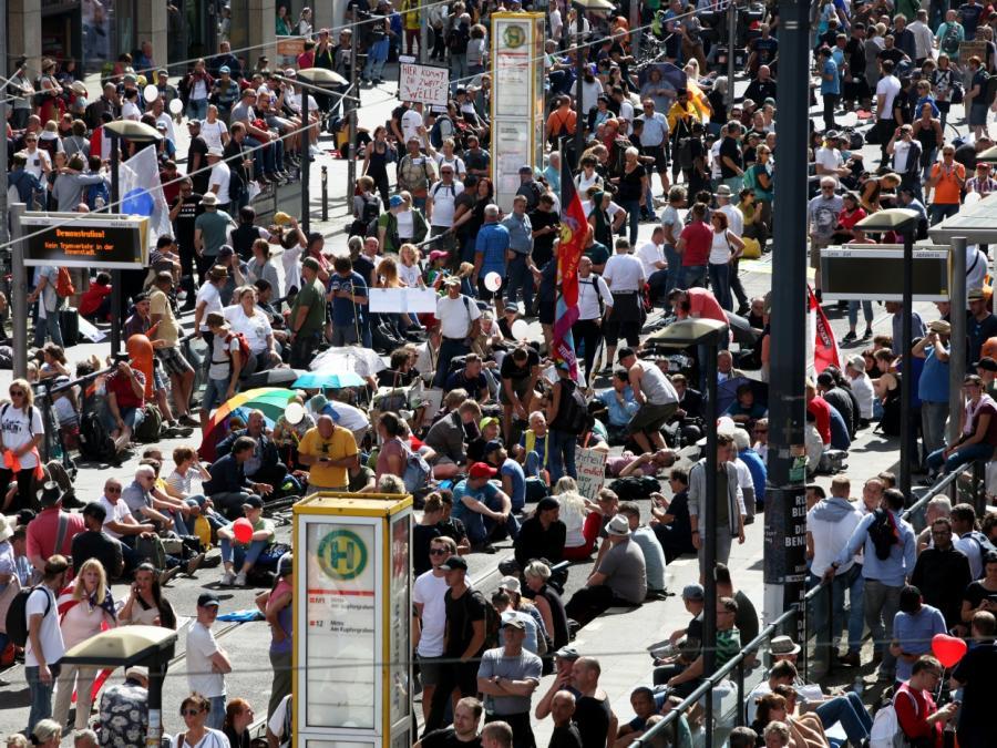 Berlin führt Maskenpflicht bei Demonstrationen ein