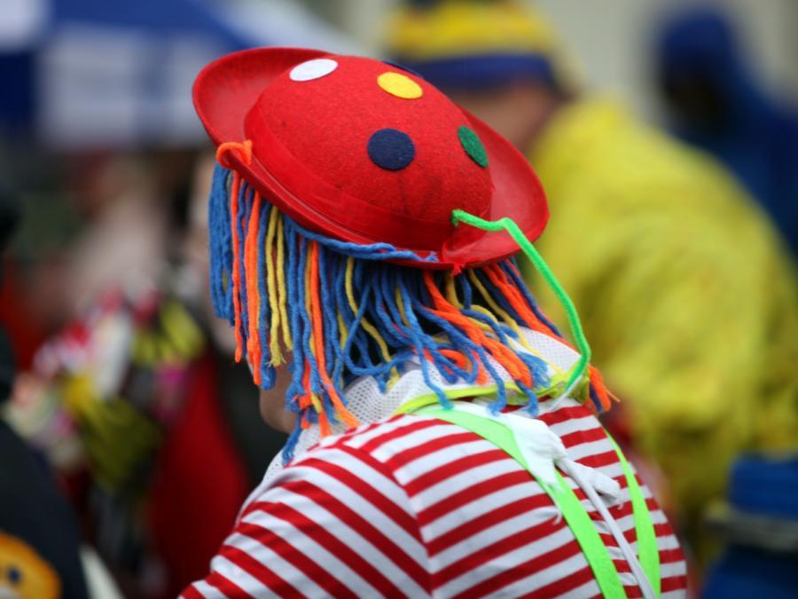 NRW-Ministerpräsident fordert von Karnevalisten Verzicht