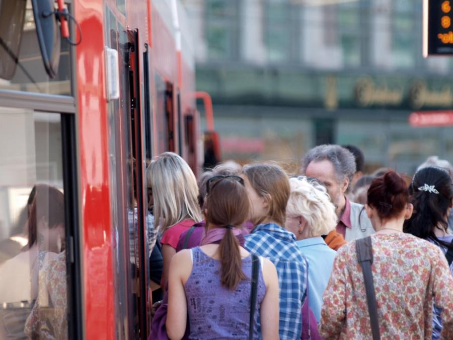 Fahrgastrekord im Linienverkehr mit Bussen und Bahnen