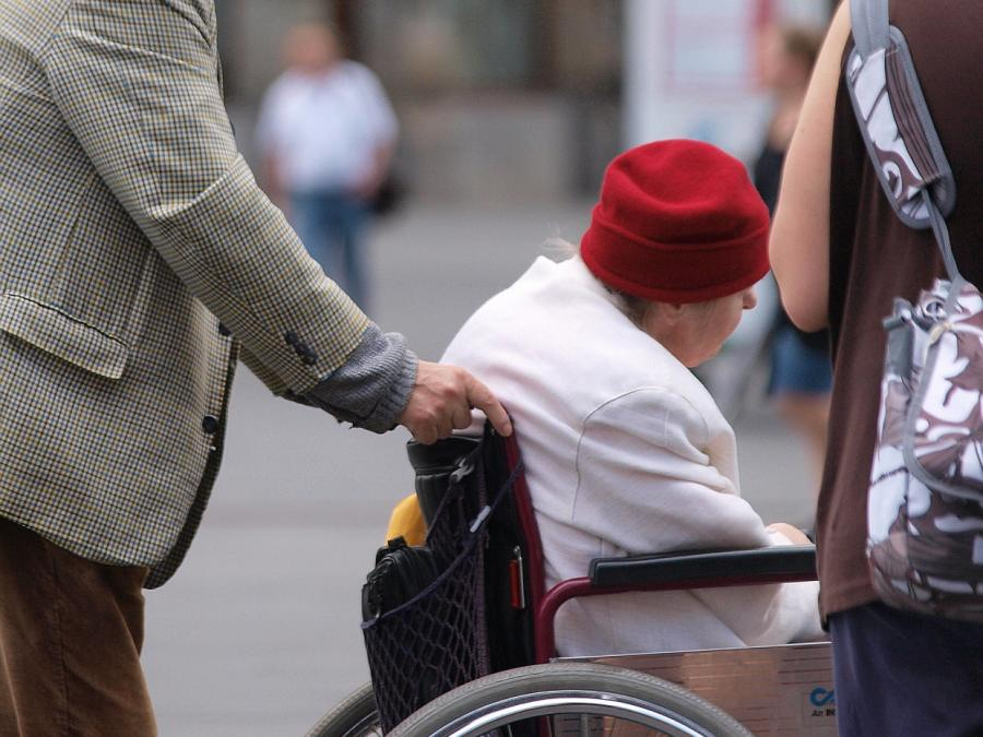 Pflegeschutzbund befürchtet neue Besuchsverbote in Pflegeheimen