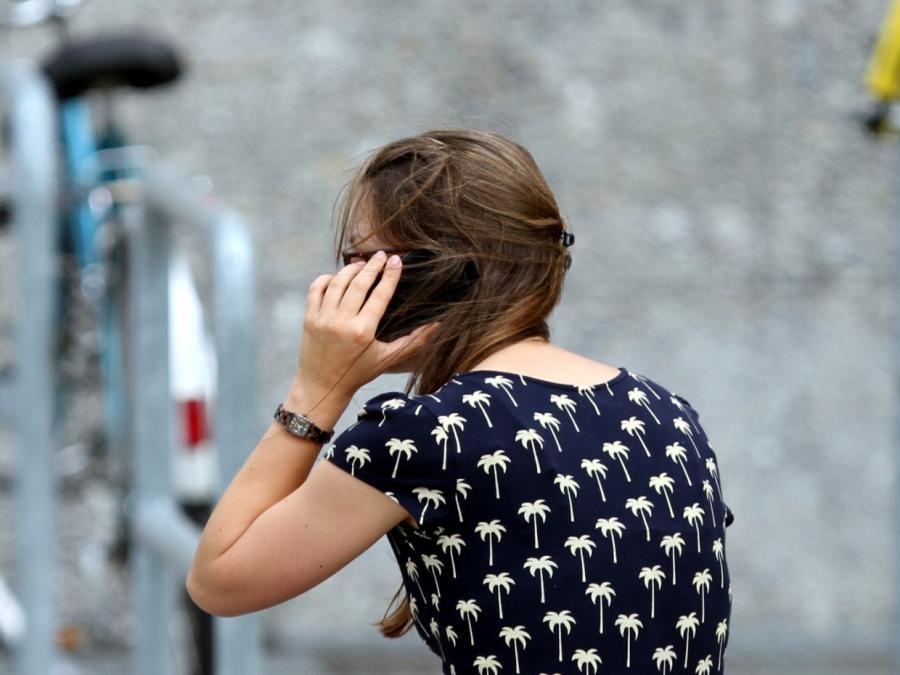 Umfrage: Deutsche uneins über gesetzliches Handyverbot
