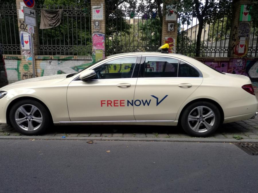 Taxi-App Free Now führt Strafgebühren für Stornierungen ein