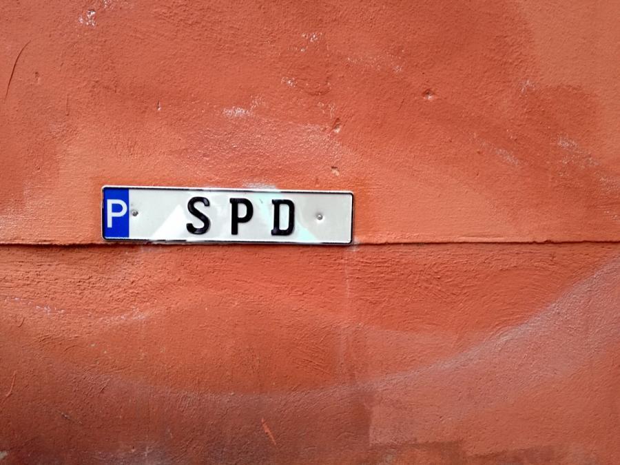 Umfrage: Knappe Mehrheit der SPD-Anhänger für Große Koalition