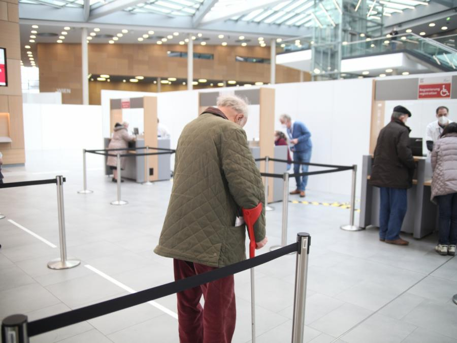Bericht: Stiko will Astrazeneca auch für Ältere empfehlen