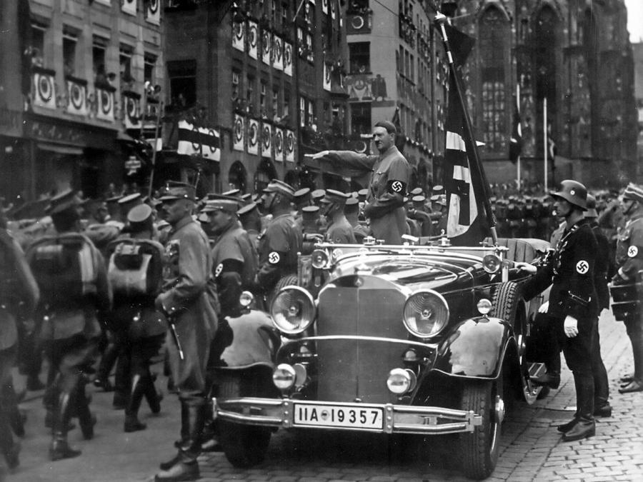 Jeder Sechste fühlt sich bei Nationalhymne an Nazis erinnert