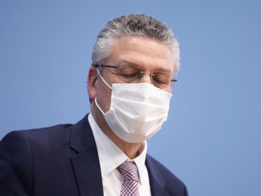RKI fordert Maskentragen mindestens bis Herbst